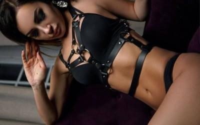 Как накарах секси проститутка да ме чука с дилдо докато ми прави свирка | Гей секс разкази