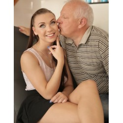 Лошо момиче възбудена от дядо и секс случки с възрастни мъже | Секс разкази