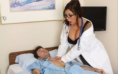 Яко ебане на секси докторка и студент при преглед на простатата | Чука го със срамните устни | Секс разкази