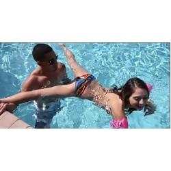 Секс случка с едно момиче и две момчета в басейна | Аматьорски секс разкази