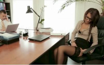 Секс в офиса | Изчуках се със секси секретарка | Секс разкази