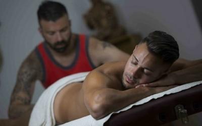Свирка на девствен масажист с дебел пенис  колкото бутилка ракия | Анален секс с голям кур на турчин | Гей разкази