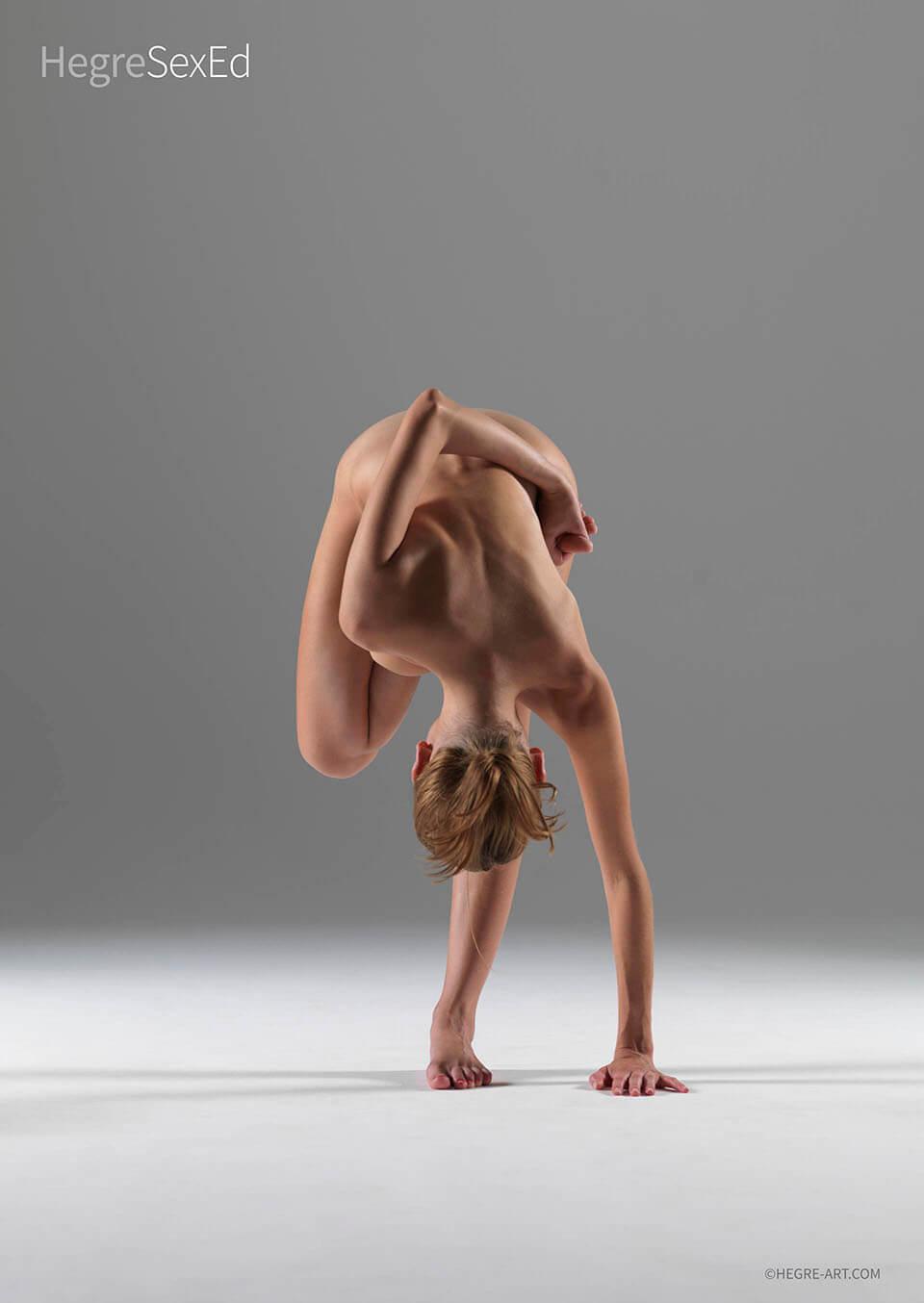 Точно както при всяко упражнение, йога ви дава повече енергия; добавете разчистване на ума и медитативно състояние и сте готови да отидете. Енергия, която тече и усещания високо, вие и вашата любов ще предизвикате пожари из цялата спялня, а защо не кухня, вана или навън на открито.