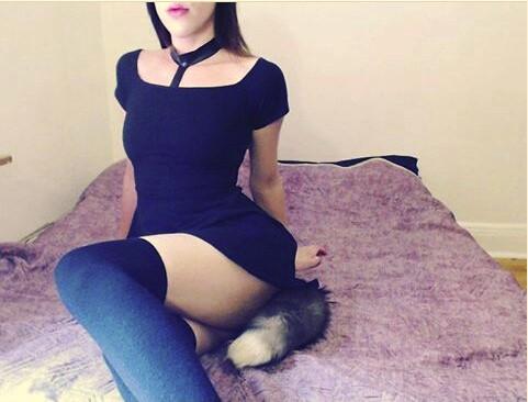 секси момиче с лисича опашка