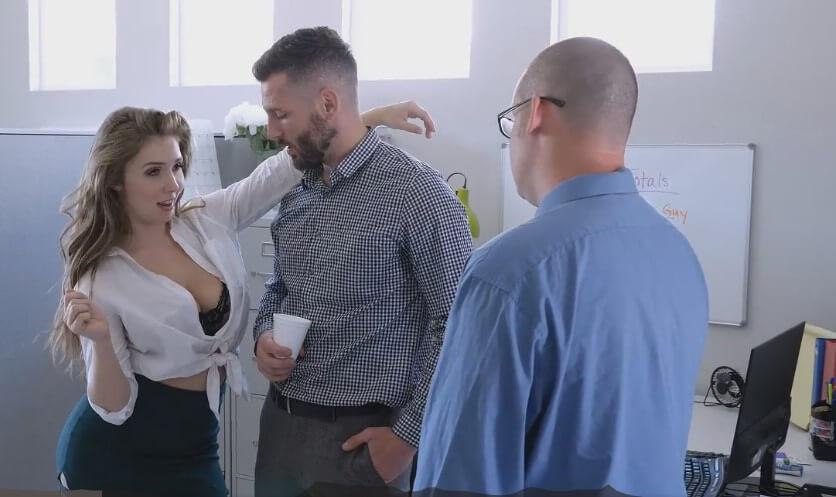 Чикия, много ми се ебе, секс с космати, секс разкази, космата путка, ебане на работа, чекия, секс тройка